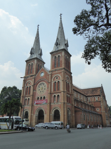 Notre Dame Cathedral – two weeks in Saigon and we didn't see it open once??