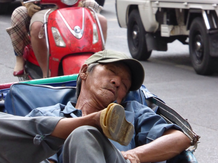 A post Phó nap – It's a hard life for a cyclo driver.
