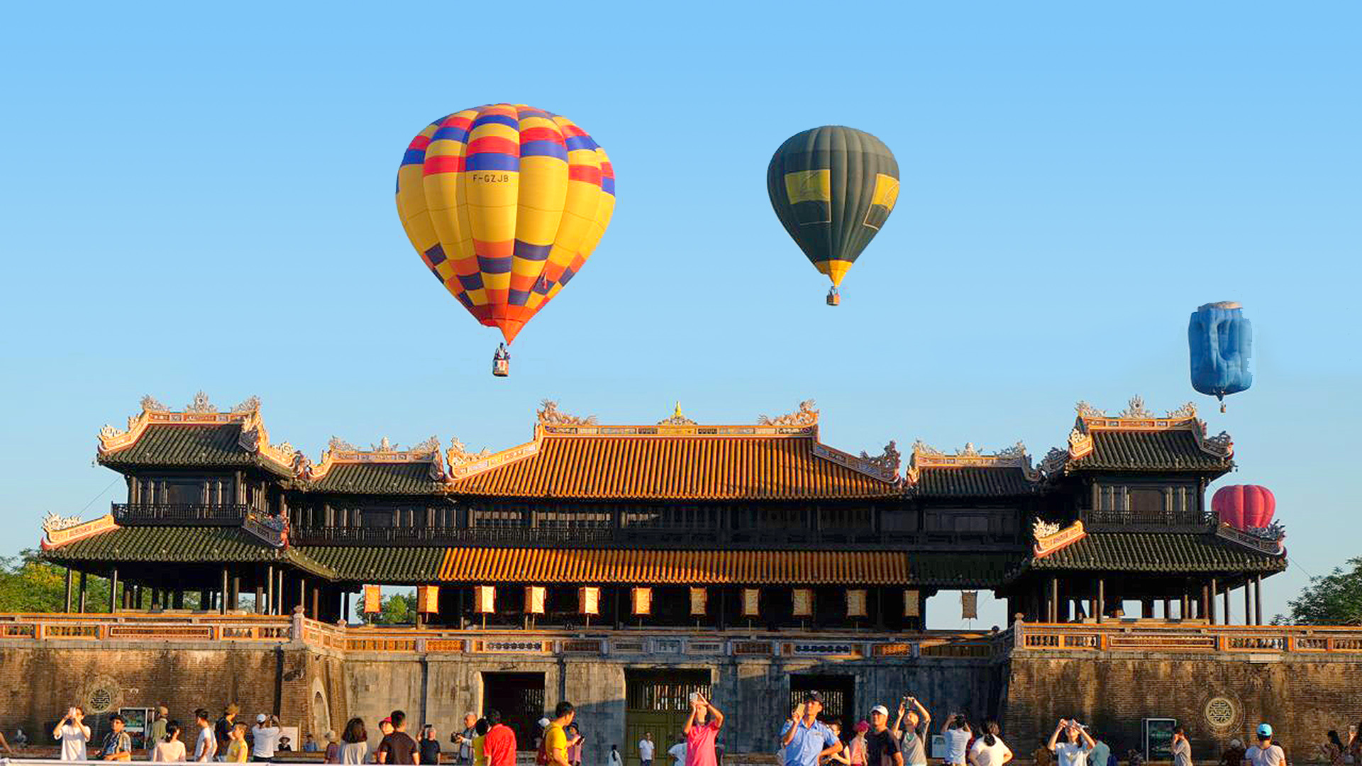 discover-hue-with-the-hot-air-balloon